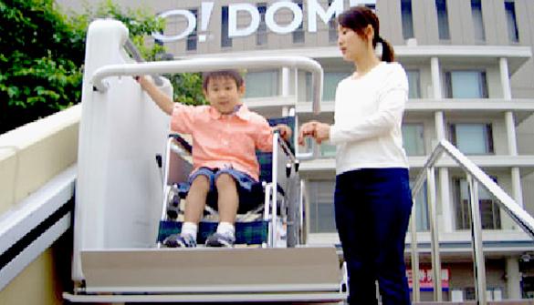 階段昇降機(車椅子式)イメージ