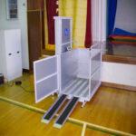移動式で建築工事・確認申請不要。移動式段差解消機「NKL-1000」設置事例