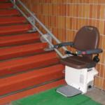 八雲町役場に階段昇降機を設置、来庁者の負担を軽減